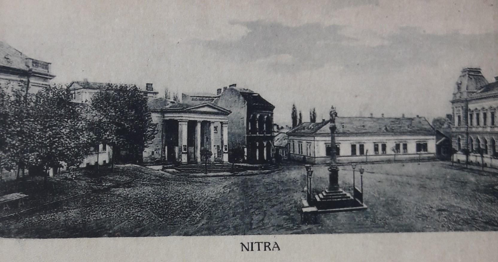 Svätoplukovo_námestie_okolo_roku_1920