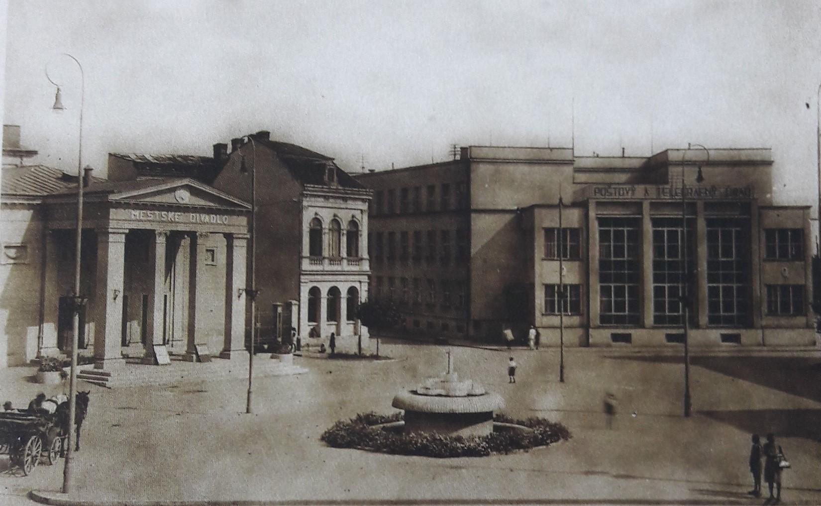 Svätoplukovo_námestie_v_roku_1942
